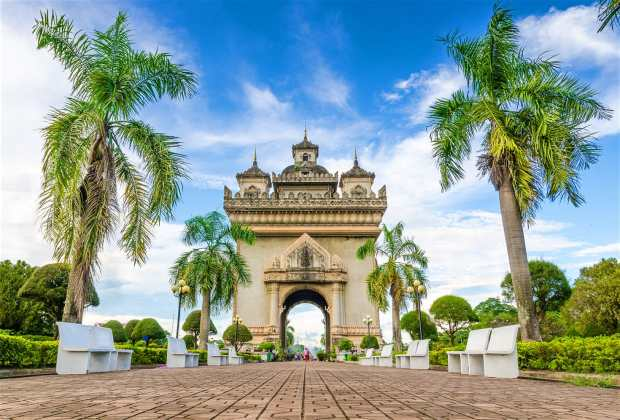 The Patuxai (Victory Gate) monument © Wuttichok Panichiwarapun Shutterstock